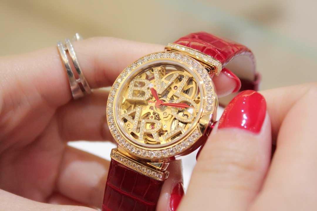 宝格丽18年LVCEA镂空女表红色鳄鱼皮表带,腕表型号102833插图1