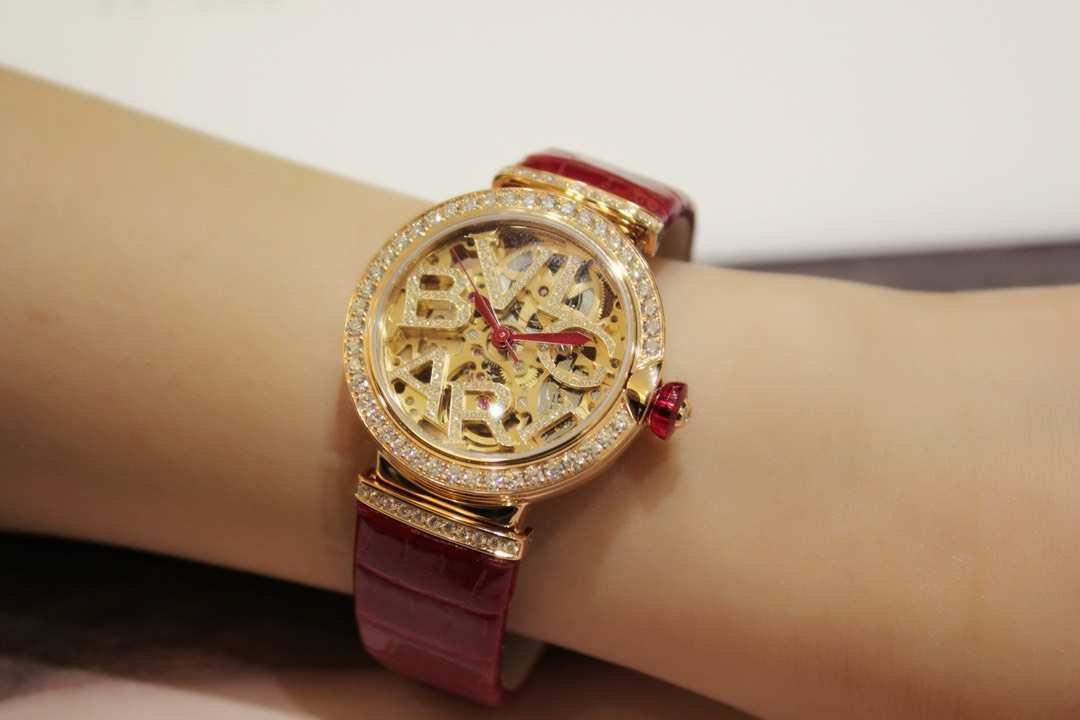 宝格丽18年LVCEA镂空女表红色鳄鱼皮表带,腕表型号102833插图